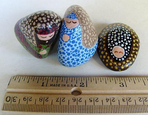 Small dotted decorative stone nativity set unique for Small decorative rocks